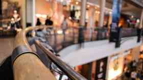 'Unattractive' shopping centres 'in crisis'