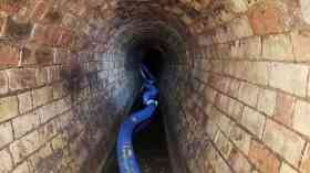 Whitechapel fatburg after vacuumation hose